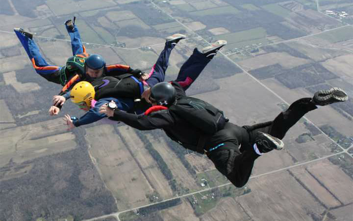 Formation skydiving expunges fear of heights